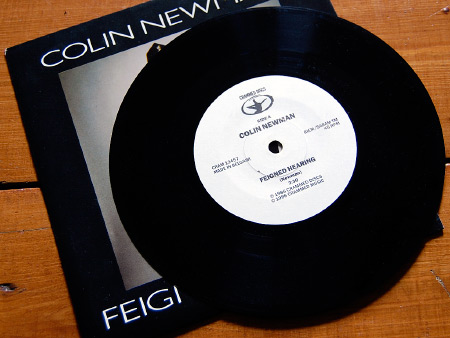 Colin Newman 'Feigned Hearing' 7 inch single A side label design