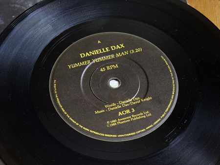 Danielle Dax 'Yummer Yummer Man'/'Bad Miss M' double A side 7 inch single - label design side A