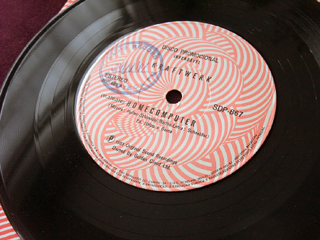 "Kraftwerk – Home Computer Promo 7"" (EMI Odeon SDP-867, 1981) label - A side"