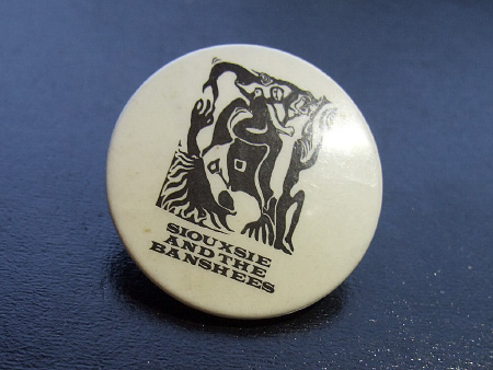 Siouxsie and the Banshees 'Spellbound' 1981 badge