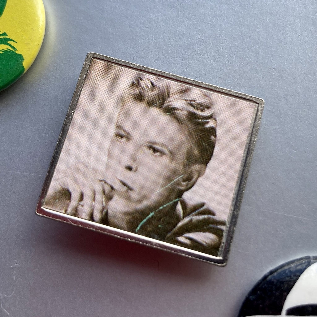 David Bowie - ChangesOneBowie era design metal badge
