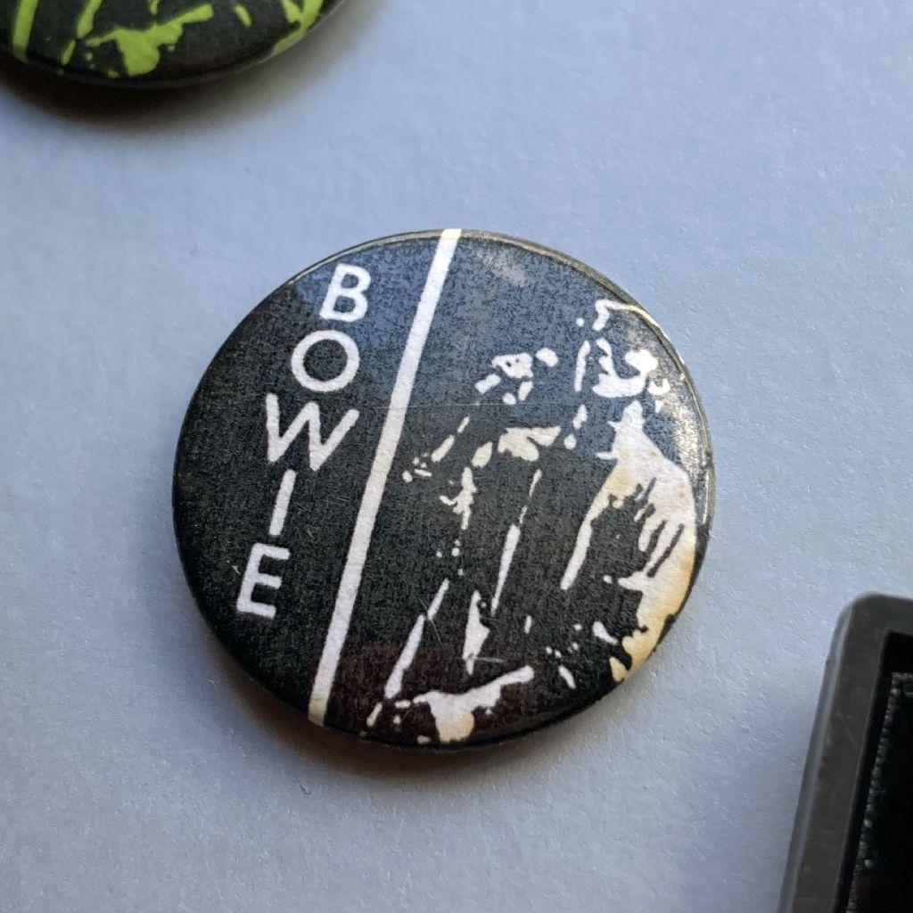 David Bowie button badge - Stage era design - white/black